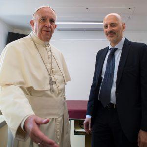Il Papa visita il Camion del Cuore